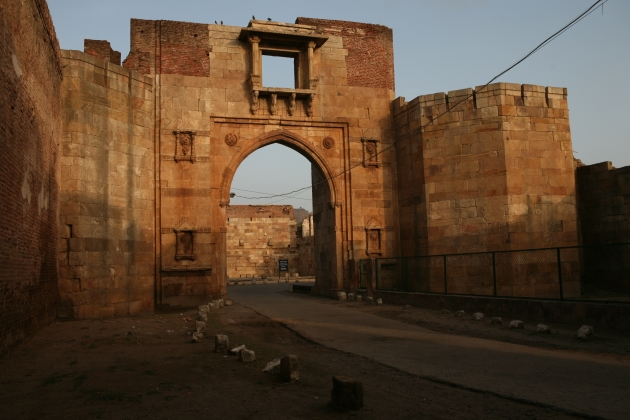 city_gate_of_old_champaner_city